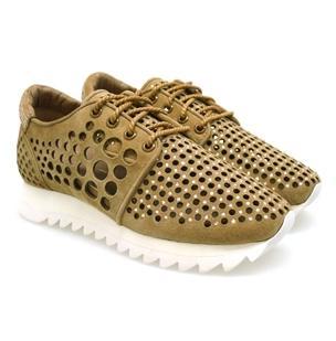 Sneakers y sandalias Lola Cruz